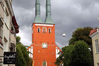 Dom von Växjö/Schweden vor Regenwolken