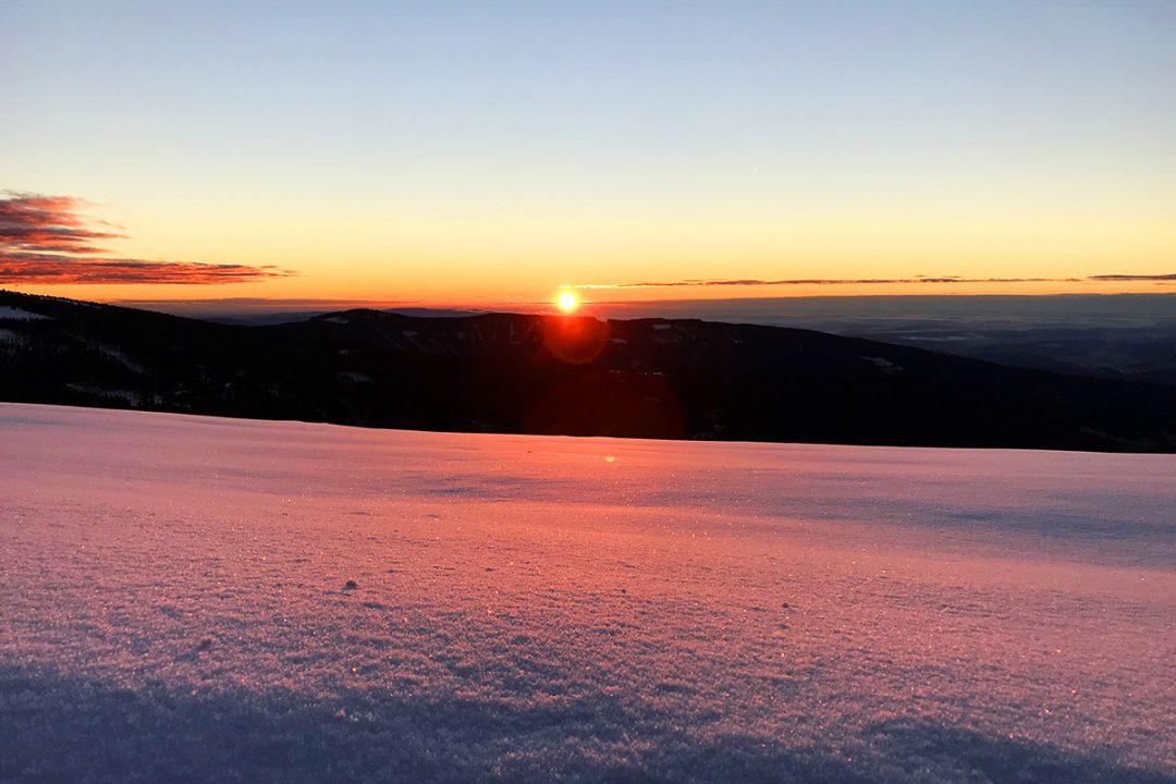 Sonnenaufgang am Hochwechsel im Winter